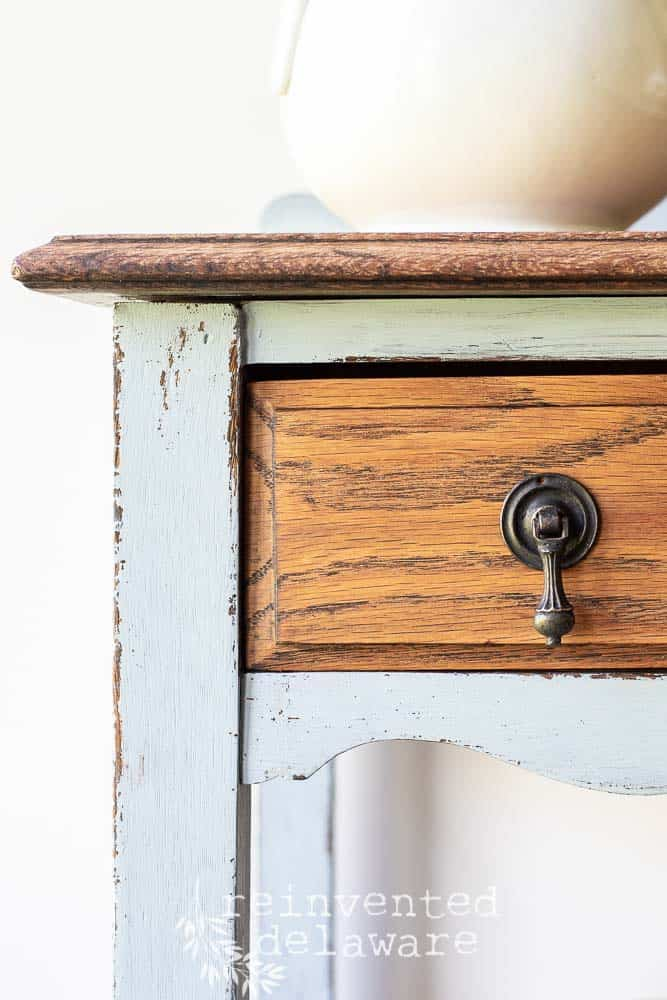 We had to compromise about the transformation of this antique oak sideboard - hubby wanted the oak grain to show and I wanted to add some color to the piece #vintagefarmhouse #vintagefurniture #vintagehomedecor #vintageinspired #vintagedesign #farmhouseinspired #farmhousechic #farmhousevintage #farmhousehappy #farmhouselove #paintedfurniture #paintedfurniturelove #neutralhome #upcycledfurniture #zibrapainting #mmsmilkpaint #shuttergray#hempoil #reinventeddelaware