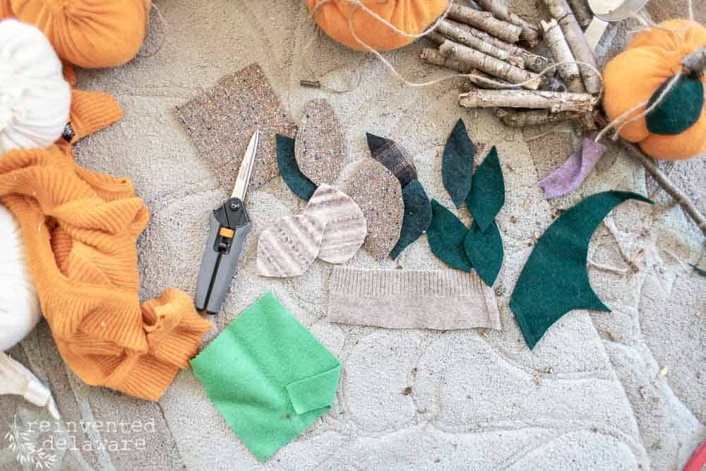Ready for an easy and inexpensive fall home decor project?  These adorable thrifted sweater pumpkins are just the ticket! Super easy and super fun!  Let's get started, ok? #upcycledclothing #diyfalldecor #falldecorating