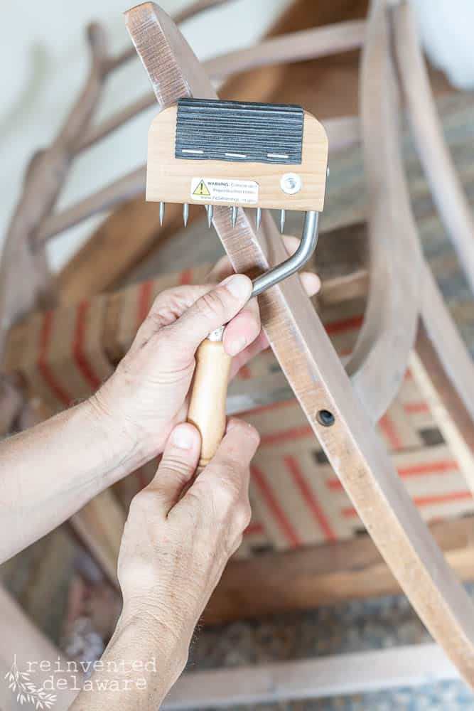 close up of gooseneck webbing stretcher