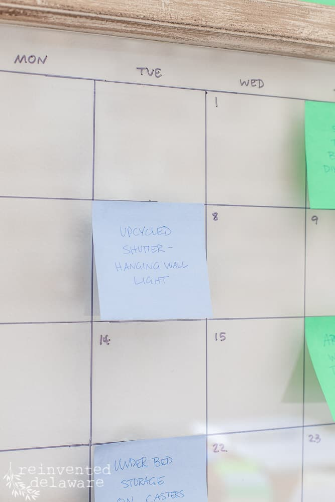 close up of post it note on a bloggers content calendar